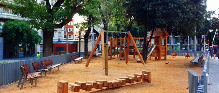 Parque infantil de la renovada plaza Gala Placidia Barcelona