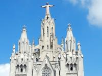 La Basílica del Sagrado Corazón de Jesús y el atardecer en Barcelona