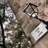 Plazas, callejuelas, mucho sol y vermut: sabor mediterráneo en la zona alta de Barcelona