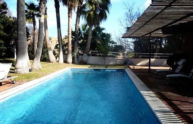 En Pedralbes, el barrio más exclusivo de Barcelona descubre en avenida Pearson esta casa de lujo en venta. Consulta con Inmofinders