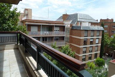 Inmofinders te invita a conocer este piso de lujo en alquiler en Barcelona de la calle Calatrava el barrio Tres Torres