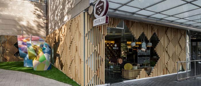 inmofinders_blog_upandtown_restaurante_poncelet_cheese_bar-barcelona_700x300