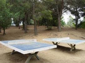 Practica ping pong al aire libre en la zona alta de Barcelona