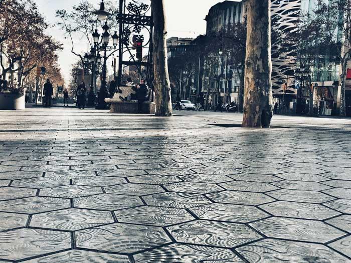 Típicos pavimentos de panots en Barcelona